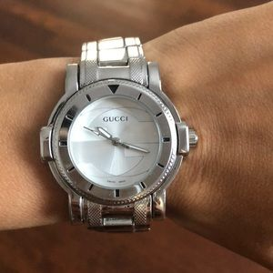 Gucci stainless steel watch. Needs batteries